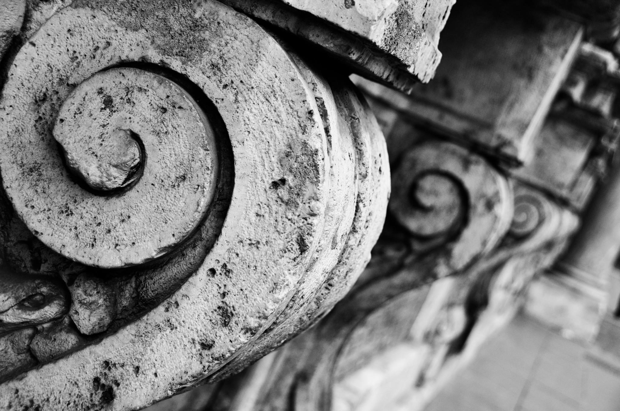 Architectural scrolls in Rome
